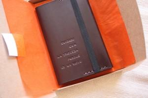 libreta regalo escritor de cuero con grabado portada