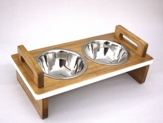 Feeders for dogs and cats