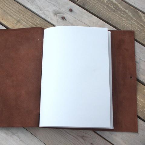 La libreta incluye un cuaderno de papel reciclado