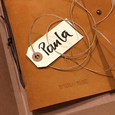 Detalle de personalización de la portada del cuaderno