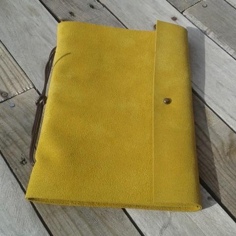Libreta en piel amarilla